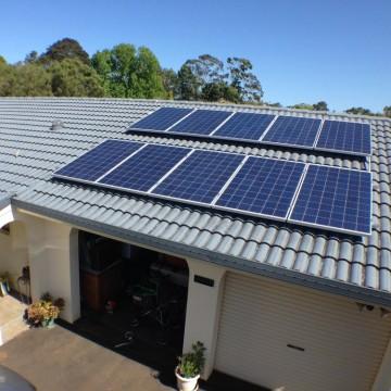 http://energymedic.com.au/wp-content/uploads/2015/02/Alston-Solar-PV-Installation-1.jpg
